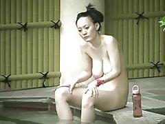 Japaness мама saggy цици космати путка